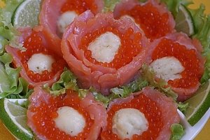 "Snack ""Trout flowers with red caviar"""